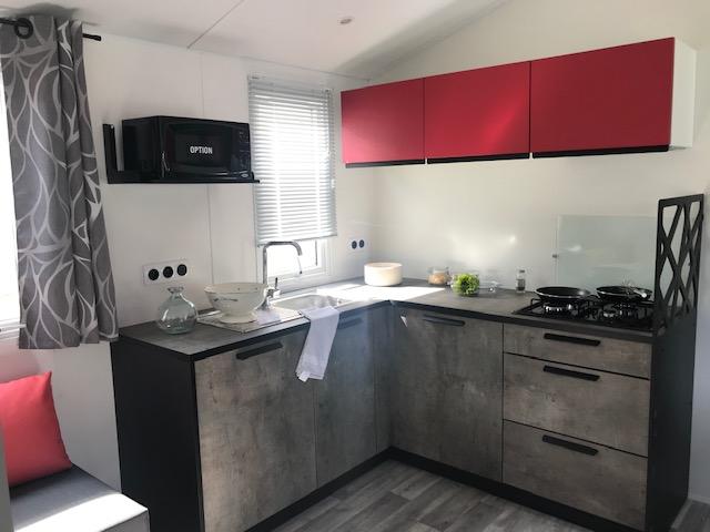 côté cuisine mobil home Nirvana Trio RIDEAU – Locat-Landes