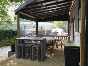 mise en ambiance sur terrasse mobil home nouvelle génération