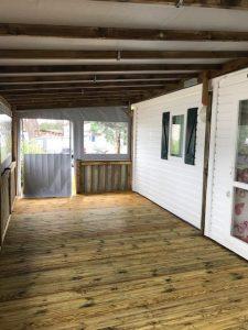 photo d'intérieur de terrasse de mobil home