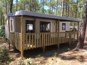 terrasse bois couverte de mobil home