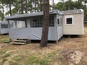 terrasse bois pour mobil home couverte et fermée